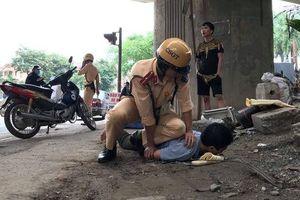Ngày đầu ra quân kiểm tra nồng độ cồn, một thiếu tá CSGT bị hành hung