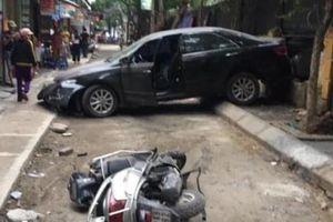 Clip: Kinh hoàng cảnh người phụ nữ lùi ô tô, đâm chết người