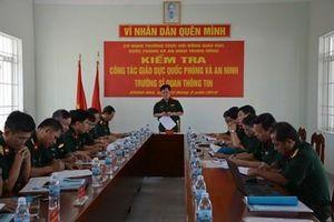 Đoàn kiểm tra của Cơ quan Thường trực Hội đồng Giáo dục Quốc phòng và an ninh làm việc tại Trường Sĩ quan Thông tin