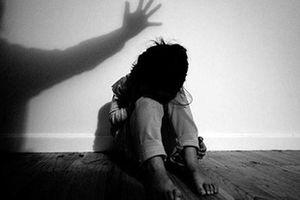 Tạm giữ hình sự nguyên bí thư xã để điều tra nghi án xâm hại bé gái