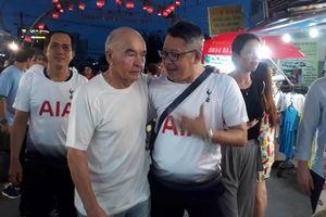 Tỉ phú Anh trở lại chợ đêm Phú Quốc vì muốn 'lấy may' giúp Tottenham vô địch