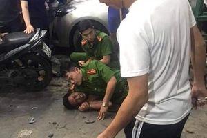 Thanh niên nghi 'ngáo đá' vô cớ chém trọng thương người giữa phố Hải Phòng