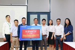 Samsung trao tặng 100 Smart TV đến các bệnh nhân lão khoa nhân Ngày của Cha & Ngày của Mẹ
