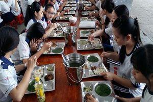 Học sinh là đối tượng yếu thế trong việc ngộ độc thực phẩm