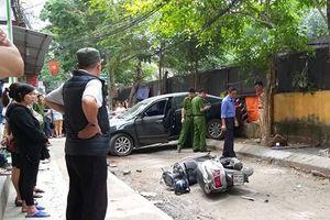 Hà Nội: Nữ tài xế lùi xe bất cẩn gây tai nạn, một người tử vong