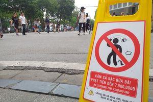 Hà Nội: Hành vi vứt rác trên phố đi bộ có thể bị phạt đến 7 triệu đồng