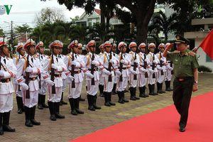 Bộ trưởng Tô Lâm kiểm tra việc bố trí Công an xã chính quy tại Kon Tum