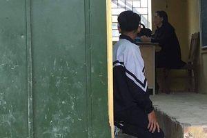 Hà Nội: Phụ huynh phản ứng vì cô giáo bắt nam sinh lớp 9 quỳ gối ngay trong lớp học