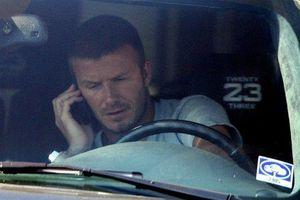 Dùng smartphone, chạy quá tốc độ, David Beckham bị cấm lái xe 6 tháng