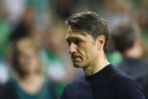 HLV Bayern Munich sẽ nâng cúp vô địch với đôi tay 'run rẩy'?