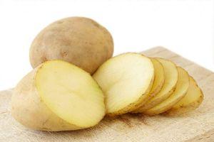 Bỏ khoai tây vào chậu quần áo sau một đêm, điều kỳ diệu xảy ra sáng hôm sau