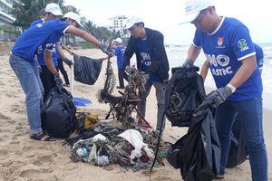 Phú Quốc ô nhiễm trầm trọng: Thanh niên ra quân chống rác thải nhựa