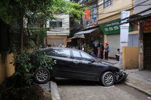 Danh tính nữ tài xế lùi ô tô cán chết người đi xe máy trên phố Hà Nội