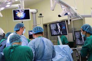 Thực hiện thành công 3 ca phẫu thuật cột sống bằng kỹ thuật mới