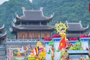 Hàng trăm xe rước hoa, tắm Phật mừng Đại lễ Phật đản Vesak 2019