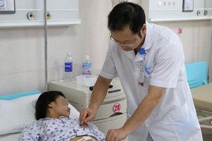 Bé gái 10 tuổi phát hiện khối u lớn trong buồng trứng