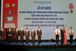 Đoàn Bay 919 của Vietnam Airlines đón nhận Huân chương Độc lập hạng Nhì
