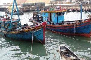 Hà Tĩnh: Đã trục vớt thành công 2 tàu đánh cá của ngư dân bị chìm tại cảng Vũng Áng