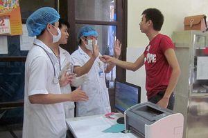 Khởi tố nhóm người đánh bác sỹ tại bệnh viện ở Nghệ An