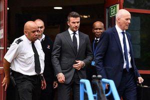 Cựu danh thủ Beckham bị treo bằng nửa năm vì dùng điện thoại khi lái xe