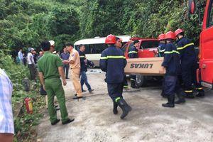 Xe khách tông vào vách núi, 18 sinh viên nước ngoài bị thương