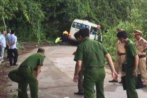 Xe chở đoàn khách du lịch Singapore gặp nạn khi đổ đèo Bạch Mã