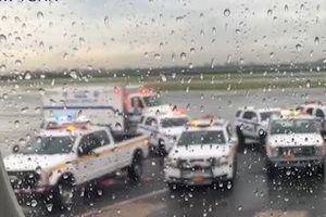Nữ hành khách đòi mở cửa máy bay để tự tử ở Mỹ