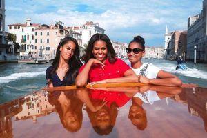Phu nhân ông Obama chia sẻ cách dạy con nhờ những chuyến du lịch