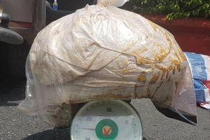 Cảnh sát kiểm đếm lô ma túy ketamine 500 tỷ ở Sài Gòn
