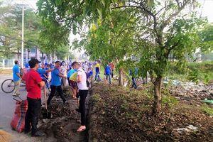 TPHCM: 200 CNLĐ dọn rác 'Vì Thành phố Xanh – Sạch – Đẹp'