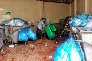 Đời lao công vệ sinh bệnh viện: Nhọc nhằn và thầm lặng