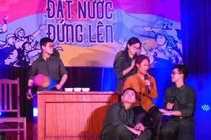 Sinh viên Văn khoa 'phiêu' với kịch Lịch sử