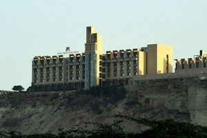 Pakistan: Khách sạn 5 sao bất ngờ bị nã súng
