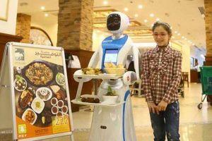 Qatar bắt đầu dùng robot làm phục vụ