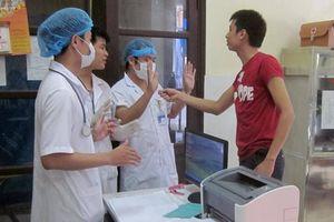 Nghệ An: Khởi tố nhóm người nhà bệnh nhân hành hung bác sĩ