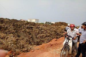 Vụ đổ hàng nghìn khối đất phong hóa lên ruộng dân ở Quảng Bình: Yêu cầu đơn vị thi công thực hiện đúng hồ sơ thiết kế