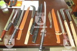 Bắt giữ trùm ma túy thủ cả xăng, súng và kho dao kiếm