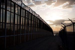 Lầu Năm Góc 'rót' thêm ngân sách xây tường biên giới