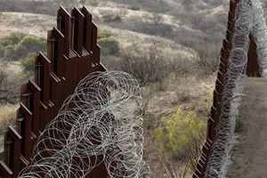 Thuận theo ông Trump, Lầu Năm Góc trích ngân quỹ xây tường dọc biên giới Mexico