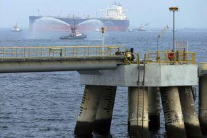 4 tàu thương mại bị phá hoại gần cảng UAE sát eo biển Hormuz