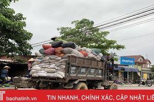 'Làng Hàn Quốc' ở Hà Tĩnh: Người dân phải tự 'khuân' rác lên xe...!