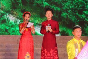 MC Hạnh Phúc cùng 100 nghệ sĩ quốc tế trình diễn trước hàng vạn khán giả