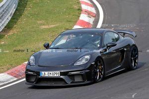 'Chiến hạm' đường đua Porsche Cayman GT4 2020 xuống đường thử nghiệm