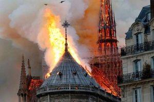 Khung cảnh hoang tàn bên trong Nhà Thờ Đức Bà Paris sau vụ cháy lịch sử
