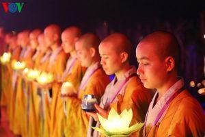 Lung linh đêm hội hoa đăng cầu quốc thái dân an, hòa bình thế giới