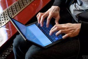 Lenovo trình diễn máy tính có thể gập được đầu tiên thế giới