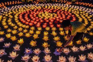 Linh thiêng đêm hoa đăng mừng đại lễ Phật đản - Vesak 2019