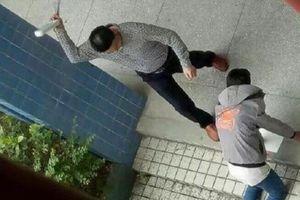 Giáo viên nước ngoài bắt học sinh quỳ bị xử lý như thế nào?