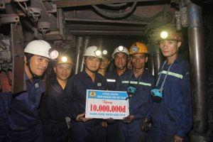 Công đoàn TKV: 1,1 tỉ đồng thăm hỏi, khen thưởng CNLĐ trong Tháng Công nhân