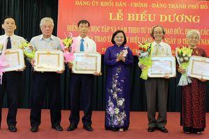 Trao Huy hiệu Đảng cho 29 đảng viên và tuyên dương 210 tập thể, cá nhân theo gương Bác
